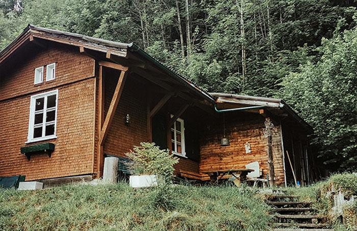 Hütte-am-Waldrand